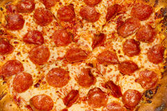 μακρο pepperoni πίτσα Στοκ Φωτογραφίες