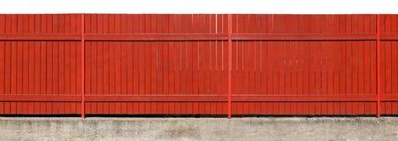 Μακρύς βαθύς χρωματισμένος πορτοκάλι στερεός ξύλινος φράκτης στα συγκεκριμένα bas Στοκ φωτογραφία με δικαίωμα ελεύθερης χρήσης