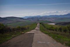 Μακρύς δρόμος προσθηκών μέσω Καύκασου στοκ εικόνες με δικαίωμα ελεύθερης χρήσης