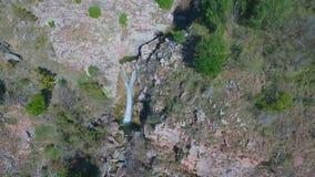 μακρύς καταρράκτης ρευμάτων βουνών έκθεσης απόθεμα βίντεο