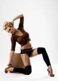 μακρύς πρότυπος προκλητικός λεπτός ποδιών φορεμάτων στοκ εικόνες με δικαίωμα ελεύθερης χρήσης