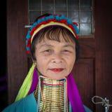 Μακρύς-necked γυναίκα φυλών φυλών πορτρέτου padaung Λίμνη Inle, το Μιανμάρ, Βιρμανία Στοκ Εικόνες