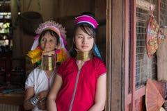 Μακρύς-necked γυναίκες φυλών φυλών πορτρέτου padaung Λίμνη Inle, το Μιανμάρ, Βιρμανία Στοκ Φωτογραφίες