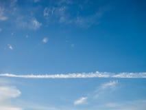 Μακρύ άσπρο σύννεφο Στοκ Εικόνες