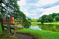 μακρύ πάρκο εδρών Στοκ φωτογραφία με δικαίωμα ελεύθερης χρήσης