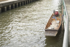 Μακρύ ποταμόπλοιο μακρύς-ουρών βαρκών ουρών στη Μπανγκόκ, Ταϊλάνδη, Στοκ Εικόνες