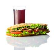 Μακρύ σάντουιτς με την κρύα κόλα στο λευκό Στοκ φωτογραφία με δικαίωμα ελεύθερης χρήσης