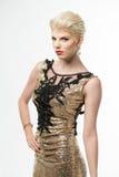 Μακρύ φόρεμα μόδας ομορφιάς γυναικών, κομψό κορίτσι στη χρυσή εσθήτα, Youn Στοκ Εικόνα