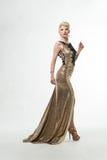 Μακρύ φόρεμα μόδας ομορφιάς γυναικών, κομψό κορίτσι στη χρυσή εσθήτα, Youn Στοκ φωτογραφία με δικαίωμα ελεύθερης χρήσης