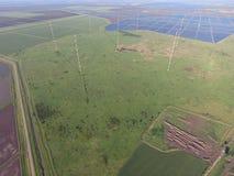 Μακρών κυμάτων επικοινωνία κεραιών ιστών μεταξύ των τομέων ρυζιού που πλημμυρίζουν Στοκ Εικόνα