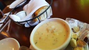 Μαλάκιο chowder και ψωμί μαγιάς Στοκ Εικόνες