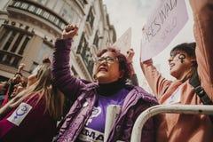 ΜΑΛΑΓΑ, ΙΣΠΑΝΙΑ - 8 ΜΑΡΤΊΟΥ 2018: Χιλιάδες γυναίκες συμμετέχουν στη φεμινιστική απεργία την ημέρα γυναικών στο κέντρο πόλεων της  Στοκ φωτογραφία με δικαίωμα ελεύθερης χρήσης