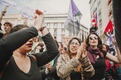 ΜΑΛΑΓΑ, ΙΣΠΑΝΙΑ - 8 ΜΑΡΤΊΟΥ 2018: Χιλιάδες γυναίκες συμμετέχουν στη φεμινιστική απεργία την ημέρα γυναικών στο κέντρο πόλεων της  Στοκ Εικόνα