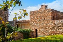 ΜΑΛΑΓΑ, ΙΣΠΑΝΙΑ - 16 ΦΕΒΡΟΥΑΡΊΟΥ 2014: Ένα προαύλιο με παλαιό μεσαιωνικό Στοκ Εικόνες