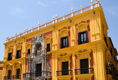 ΜΑΛΑΓΑ, ANDALUCIA/SPAIN - 5 ΙΟΥΛΊΟΥ: Μπαρόκ παλάτι επισκόπων ` s desig στοκ εικόνα