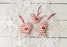 Μαλακά παιχνίδια διακοσμήσεων Χριστουγέννων χειροποίητα Στοκ φωτογραφίες με δικαίωμα ελεύθερης χρήσης
