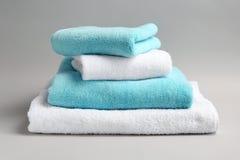 Μαλακές πετσέτες λουτρών Στοκ Εικόνες