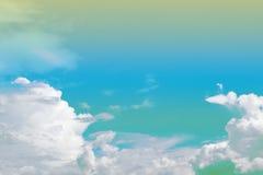 Μαλακοί σύννεφο και ουρανός με το χρώμα κλίσης κρητιδογραφιών με το copyspace Στοκ Εικόνα