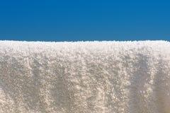 μαλακό λευκό πετσετών σκοινιών για άπλωμα Στοκ Φωτογραφία
