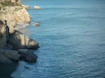 Μαλακό νερό ενάντια στους βράχους φιλμ μικρού μήκους
