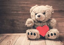 Μαλακό παιχνίδι με την κόκκινη καρδιά Στοκ εικόνα με δικαίωμα ελεύθερης χρήσης