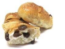 Μαλακό ψωμί σταφίδων στο άσπρο υπόβαθρο στοκ φωτογραφία με δικαίωμα ελεύθερης χρήσης