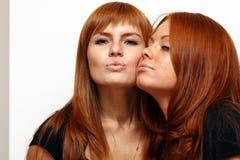 μαλλιαρό κόκκινο κοριτσ&i στοκ φωτογραφία με δικαίωμα ελεύθερης χρήσης