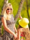 Μαμά και κόρη που ξοδεύουν τον καλό χρόνο από κοινού Στοκ Εικόνες