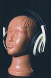 Μανεκέν με τα ακουστικά Στοκ Φωτογραφία