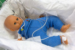 Μανεκέν παιδιών με τους συνδεδεμένους αισθητήρες Στοκ εικόνα με δικαίωμα ελεύθερης χρήσης