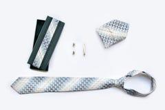 Μανικετόκουμπα, δεσμός και συνδετήρας δεσμών, χαρτομάνδηλο και κιβώτιο δώρων Στοκ Εικόνες