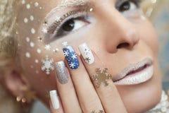 Μανικιούρ με snowflakes Στοκ φωτογραφία με δικαίωμα ελεύθερης χρήσης