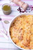 Μανιτάρια και casserole λάχανων στο τηγάνισμα του τηγανιού με το pesto, πιπέρι Στοκ Εικόνα