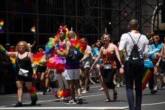 Μανχάταν, Νέα Υόρκη, τον Ιούνιο του 2017: φανταχτερό κοστούμι στην ομοφυλοφιλική παρέλαση υπερηφάνειας Στοκ φωτογραφία με δικαίωμα ελεύθερης χρήσης