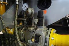 Μανόμετρο με τη βιομηχανική αντλία Στοκ Εικόνα