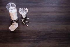 Μαξιλάρια βαμβακιού και οφθαλμοί βαμβακιού στοκ φωτογραφία