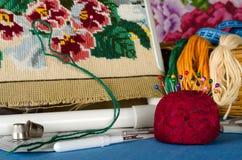 Μαξιλάρι για τις καρφίτσες και ένα σύνολο διαγώνιου ραψίματος Στοκ φωτογραφία με δικαίωμα ελεύθερης χρήσης