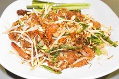 Μαξιλαριών ταϊλανδικά ραβδιά ρυζιού Goong τηγανισμένα γρασίδι με τις γαρίδες τρόφιμα Ταϊλανδός στοκ φωτογραφία