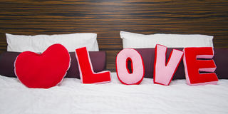Μαξιλάρια υπό μορφή αγάπης λέξης Στοκ Φωτογραφία