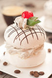 Μαρέγκα με την κρέμα καφέ Στοκ Εικόνα