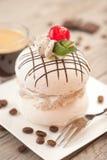 Μαρέγκα με την κρέμα καφέ Στοκ Εικόνες