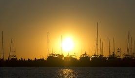Μαρίνα ακτών Κόλπων στο ηλιοβασίλεμα Στοκ Φωτογραφία