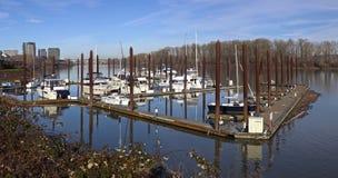 Μαρίνα και ποταμός που αγνοούν τις υψηλές ανόδους του Πόρτλαντ Στοκ φωτογραφίες με δικαίωμα ελεύθερης χρήσης