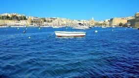 Μαρίνα μεταξύ στις μεσαιωνικές πόλεις στη Μάλτα φιλμ μικρού μήκους