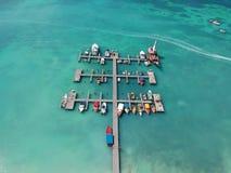 Μαρίνα της Αρούμπα με τις βάρκες στοκ εικόνα