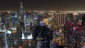 Μαρίνα του Ντουμπάι στην μπλε ώρα, ακτινοβολώντας φω'τα και απόθεμα βίντεο