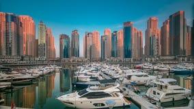 Μαρίνα του Ντουμπάι στην ώρα ξημερωμάτων timelapse με τα γιοτ απόθεμα βίντεο