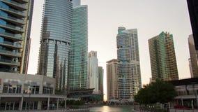 Μαρίνα του Ντουμπάι hyperlapse Κάνετε πανοραμική λήψη προς τα πάνω φιλμ μικρού μήκους
