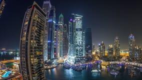 Μαρίνα του Ντουμπάι timelapse τη νύχτα, ακτινοβολώντας φω'τα και πιό ψηλοί ουρανοξύστες κατά τη διάρκεια ενός σαφούς βραδιού απόθεμα βίντεο