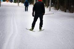 Μαραθώνιος σκι σε ένα όμορφο υπόβαθρο στοκ φωτογραφία